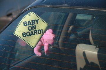 Bambini abbandonati in auto. Mozione di Ferrari discussa in terza commissione